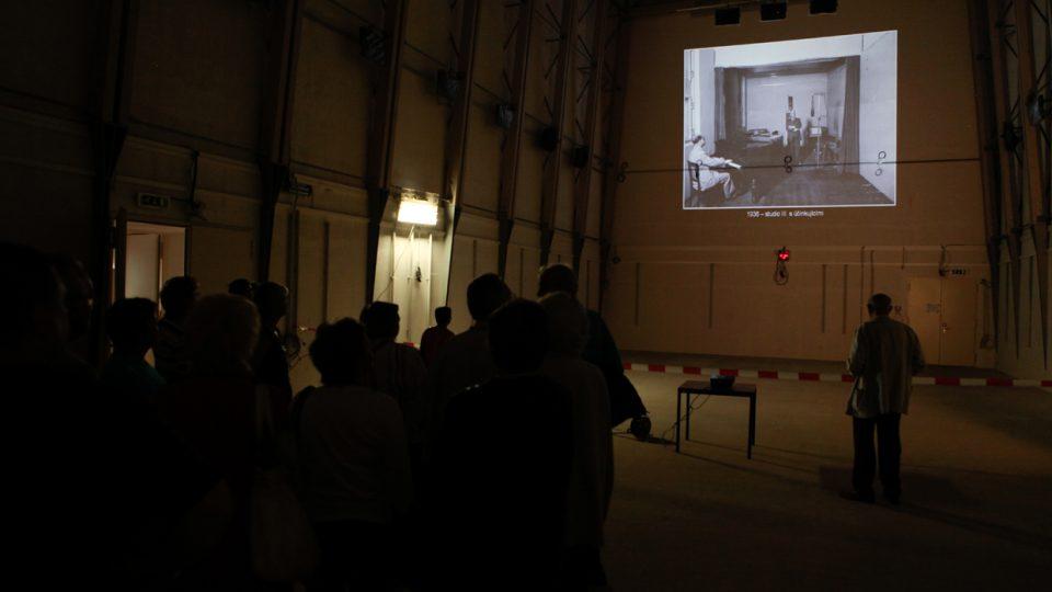 Návštěvníci studia 1 obdivovali obrovské prostory nedokončeného studia